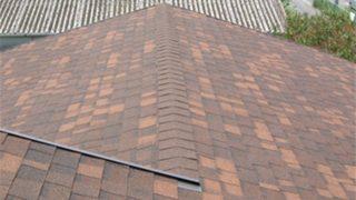 屋根のカバー工法または重ね葺き
