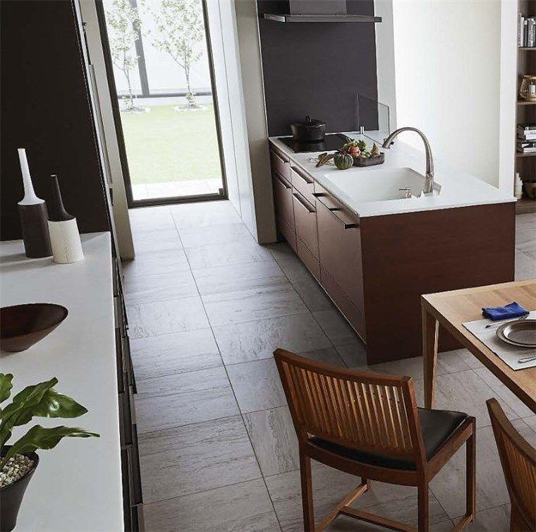 キッチンと直行する位置に窓