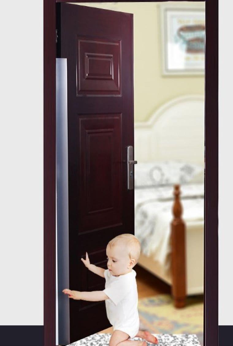 ドアの指はさみ防止